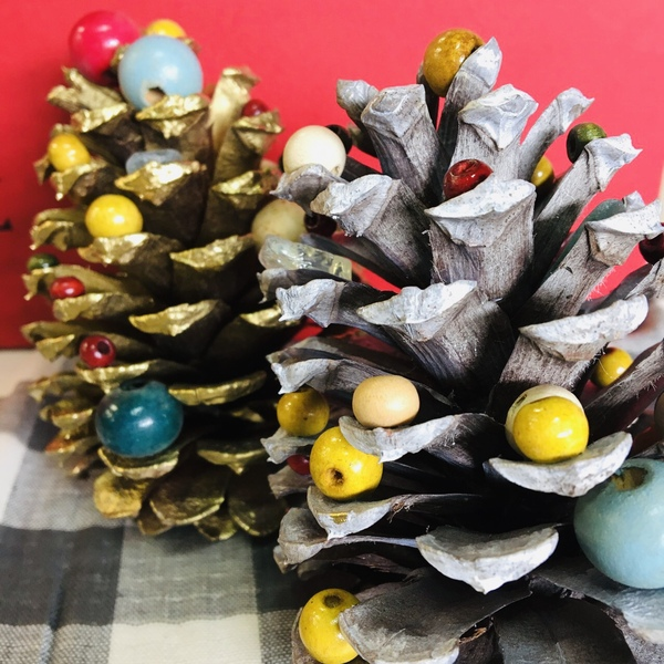 松ぼっくりのクリスマスツリーのサムネイル